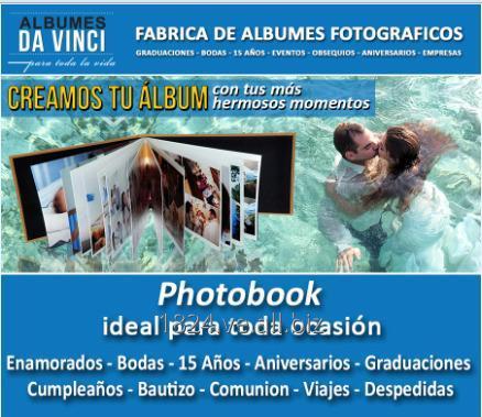 Comprar Photobook tamaño 30x30 cm de 80 PAGINAS. Portada Ventana con Iniciales en Relieve.