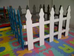 Cercas de madera para restringir espacios a niños o mascotas