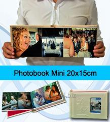 Photobook tamaño Mini 15x20 cm de 80 PAGINAS. Portada Ventana con Iniciales en Relieve.