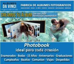 Photobook tamaño 30x30 cm de 80 PAGINAS. Portada Ventana con Iniciales en Relieve.