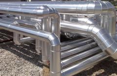 Enchaquetado de tuberías de refrigeración con aluminio y poliuretano